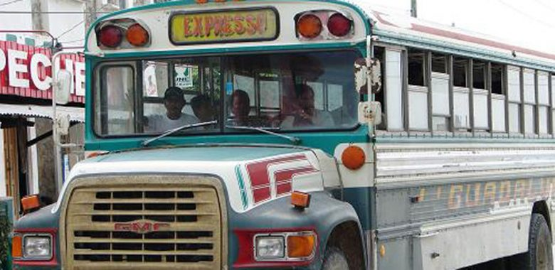 chicken bus na guatemala