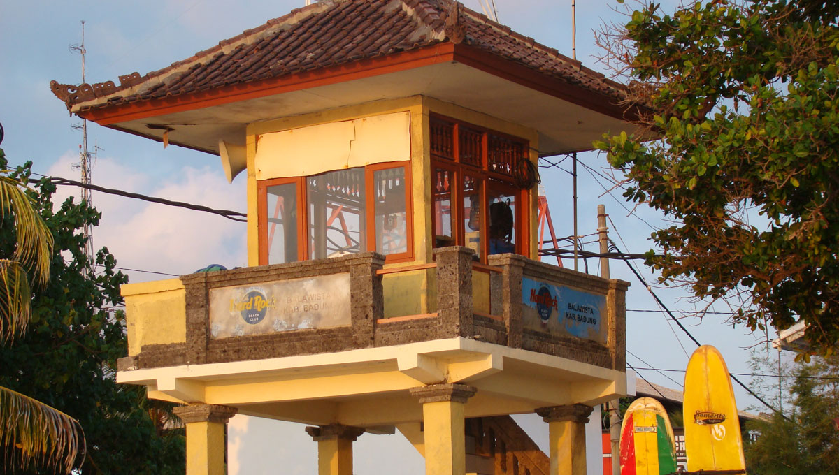 torre surf em kuta beach bali