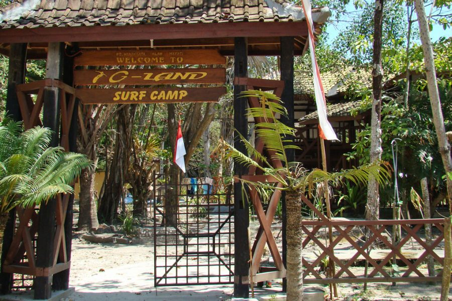entrada do g-land surf camp