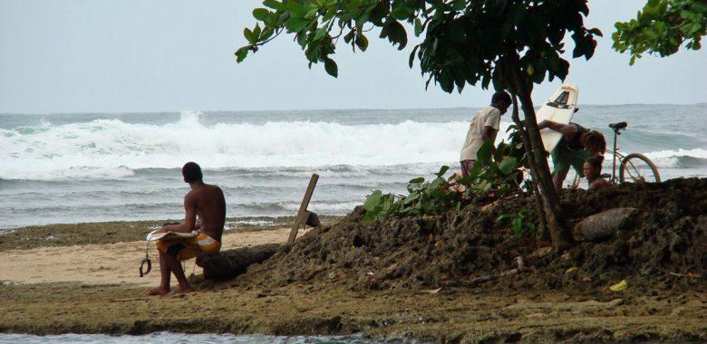 costa rica salsa brava surf puerto viejo