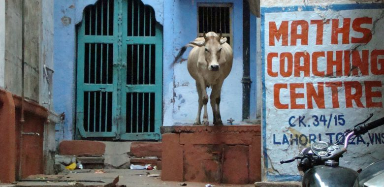 Beco em Varanasi, Índia