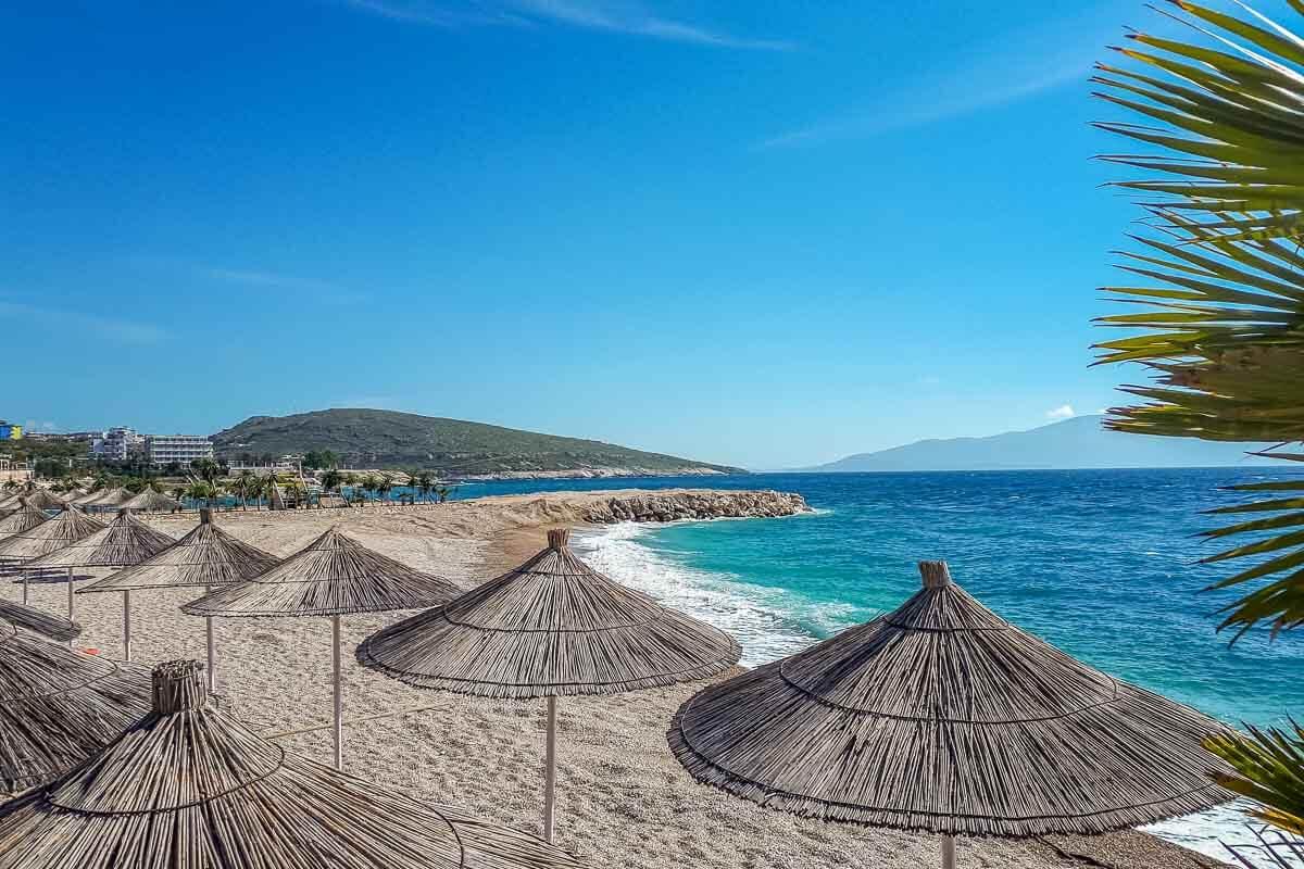 Praia em Saranda, Albania