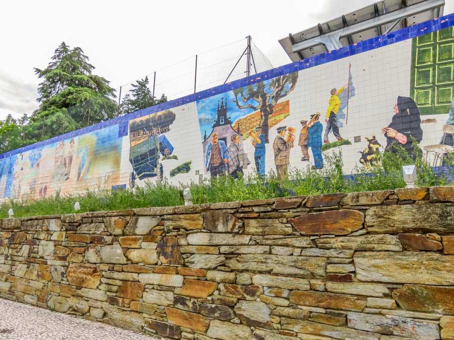 Mural de azulejos em Alfândega da Fé