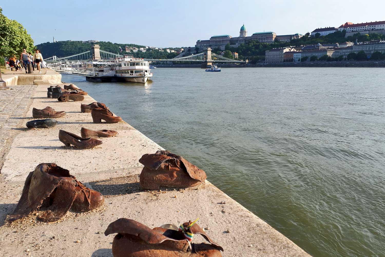 Sapatos na margem do Danúbio, Budapeste