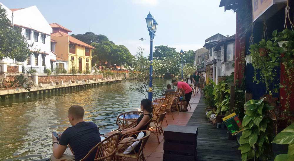 Malaca junto ao rio